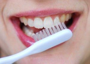Rețeta uimitoare care îți va albi dinții natural în doar 2 minute